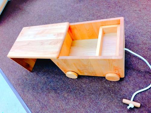 バス型おもちゃ箱