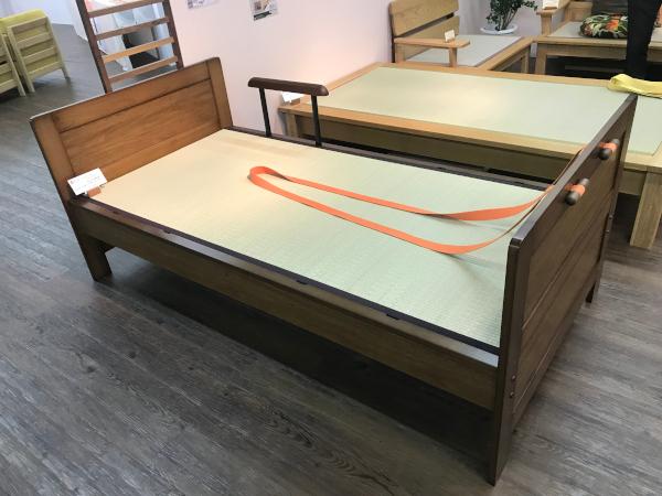 ロープ付きベッドフレーム